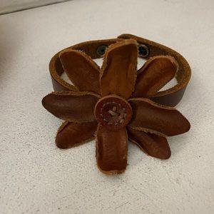 Lucky leather flower bracelet